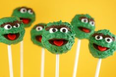 Bakerella makes thee cutest cake pops, check out her blog,,I love these oscar the grouch cake pops. Easy tutorial.