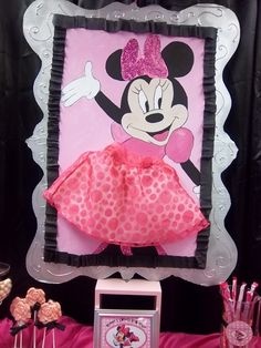 Pin the Skirt on Minnie game at a Minnie Mouse Party #minniemouse #party