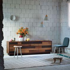 Credenza in legno dal design orginale Maya: originale e moderna, nasce dall'accostamento di varie essenze di legno.