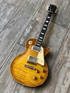 Not sure how many of these will be made, but this looked gorgeous. Makes me think of the Duke burst! Learn Guitar Chords, Bass Ukulele, Music Guitar, Cool Guitar, Art Music, Gibson Guitars, Fender Guitars, Fender Stratocaster, Vintage Electric Guitars