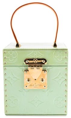 The Bleecker Box was created in but then it got discontinued somehow. Louis Vuitton is bringing the Bleecker Box Bag back to live, but with some Suede Handbags, Purses And Handbags, Vuitton Bag, Louis Vuitton Handbags, Nail Bags, Popular Purses, Classic Handbags, Purse Styles, Luxury Bags