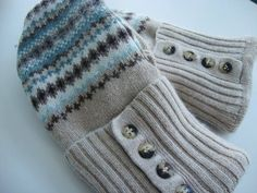 How to make upcycled sweater mittens from Quilt Addicts Anonymous - YouTube