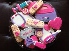 15 Doc McStuffin Doctor kit custom cookies por NatSweetsCookies