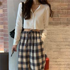 15 fashionable cardigan that suit your style page 6 Korean Street Fashion, Korea Fashion, Asian Fashion, Look Fashion, Girl Fashion, Fashion Outfits, Fashion Tips, Fashion Quiz, Asian Street Style