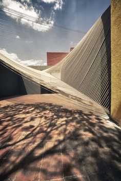 Completed in 2011 in Mexico City, Mexico. Images by Yoshihiro Koitani . Every year, the ECO Experimental Museum in Mexico City, organizes a competition for a temporary pavilion designed to house various events at the main. Shade Structure, Facade Architecture, Temporary Architecture, Landscape Architecture, Deck With Pergola, Modern Pergola, Pergola Swing, Pergola Kits, Mexico City