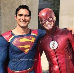 Superman and The Flash I love supeeman ans SUPERGIRL! but the flash is faster Flash Superhero, Superhero Shows, Dc Tv Series, Lightning Powers, Flash Wallpaper, Dc Memes, Grant Gustin, Batman Vs Superman, The Cw