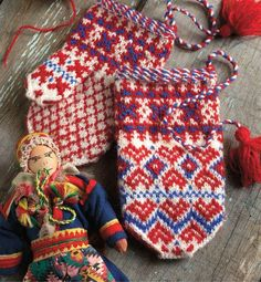 Knitting the North: 4 Traditional Mitten Patterns from Northern Europe