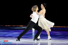 2014 Olympic Gold Medalists Meryl Davis & Charlie White perform the waltz at the 2014 Visionworks Shall We Dance on Ice show. Photo taken on December 16, 2014, at U.S. Cellular Coliseum in Bloomington, Ill.