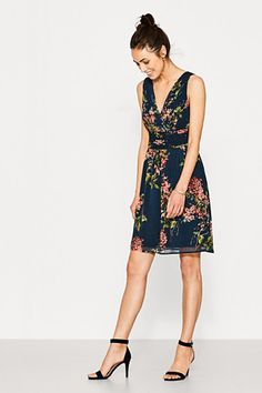 Esprit / Black Dress with Floral Dresses For Work, Summer Dresses, Neue Trends, Look, High Heels, Womens Fashion, Floral, Outfits, Clothes
