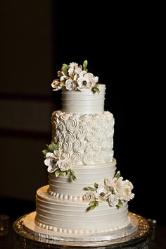 Black white and green wedding - Image courtesy of www.mcgowanimages.com Cake by Frosted Art Bakery/Bronwen Weber