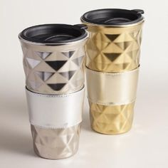 Our porcelain to-go cups feature a removable sleeve and lid with a slide mechanism for fewer spills and warmer drinks. With a geometric quilted texture in two metallic colors, these attractive, easy-to-clean cups make a fantastic stocking stuffer.