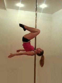 Shoulder mount/knee hold... can't make up my mind on whether I like how this looks or not.