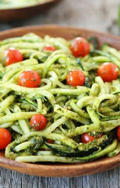 Low FODMAP and Gluten Free Recipe - Zucchini spaghetti with tomato and pesto - http://www.ibssano.com/low_fodmap_recipe_zucchini_spaghetti_tomato_pesto.html