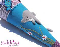 "Schultüte / Zuckertüte ""Delfin"", türkis/lila Crochet Pillow, Crochet Yarn, Easy Crochet, Crochet Pattern Free, Name Embroidery, Embroidery Files, Australian Wildlife, Diy Handbag, Turquoise And Purple"