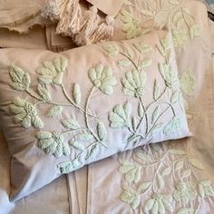 Hollyhock's In Bloom Gallery Crewel Inch Inch - Embroidery Design Guide Cute Cushions, Vintage Cushions, Diy Pillows, Hand Embroidery Tutorial, Hand Embroidery Designs, Embroidery Patterns, Embroidery Needles, Crewel Embroidery, Crazy Quilting