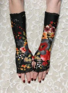 Black and Red Poppies fingerless gloves with black lace - mi,  Accessory, Accessories  Gloves  Fingerless   Arm warmers  steampunk, Chic
