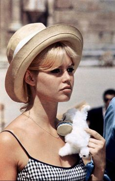 Know which style icon was a big fan of straw hats?  Brigitte Bardot: