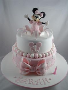 minnie mouse cake this is so sweet Bolo Mickey, Mickey And Minnie Cake, Mickey Cakes, Pink Minnie, Minni Mouse Cake, Minnie Mouse Birthday Cakes, Birthday Cake Girls, 2nd Birthday, Birthday Ideas