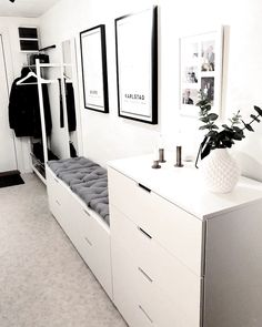 Godmorgon, hoppas att ni får en to… Room Interior, Home Interior Design, Living Room Decor, Bedroom Decor, Ikea Bedroom, Bedroom Furniture, Mirror Bedroom, Bedroom Sofa, Decor Room