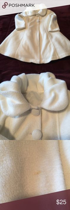 GUC Toddlers Coat GUC size 2t Fleece like material coat. Cream color coat has a very small unnoticeable mark that is pictured but coat still in great condition. We wore at 2t/24 months size. Thank you for looking 😊 Jackets & Coats Pea Coats