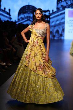 Leading Indian Designer in Bridal wear - Anushree Reddy Bollywood Lehenga, Indian Lehenga, Bollywood Fashion, Sabyasachi, Indian Designer Outfits, Designer Dresses, Indian Dresses, Indian Outfits, Lakme Fashion Week 2017
