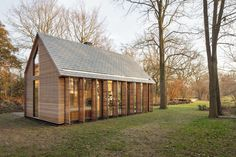 In collaboration with interior architect: Roel van Norel   In the rural area north of Utrecht a compact recreation house has been realized. The house is cons...