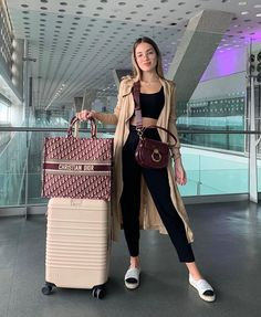 Discover recipes, home ideas, style inspiration and other ideas to try. Cute Airport Outfit, Airport Travel Outfits, Cute Travel Outfits, Comfy Travel Outfit, Sporty Outfits, Winter Fashion Outfits, Cute Casual Outfits, Look Fashion, Stylish Outfits