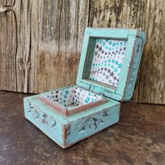 *****AFTER CHRISTMAS SALE***** 20% off everything in my Etsy Shop from now until January 31, 2018. My link is in my bio.  www.etsy.com/shop/RobinsStudio #gifts #RobinsStudio #vintageboxes #shabbychicbox #woodenbox #jewelrybox #countrybox #chokers #rusticjewelrybox #sale #jars #shelves #chokers #upcycledwood #costalliving #cottagebeachdecor #beachhouse #beachdecor #beachliving #bottles