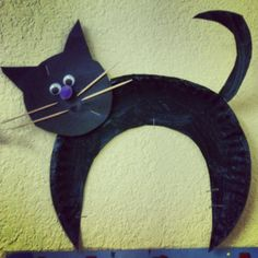 Black cat for halloween preschool activities (picture only) Halloween Art Projects, Theme Halloween, Halloween Arts And Crafts, Halloween Activities, Preschool Halloween, Halloween Cat, Daycare Crafts, Cat Crafts, Toddler Crafts