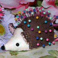 Hedgie Pincushion - Instructions pinned on this board, close to this pin.