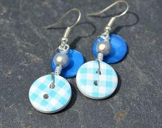 Boucles d'oreilles, boutons bois dessins carreaux et nacres - Bijoux fantaisie TessNess : Boucles d'oreille par tessness