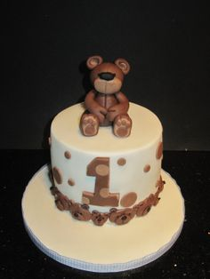 my first birthday bear - by dandkcreativecakes @ CakesDecor.com - cake decorating website