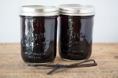 Homemade Vanilla Extract. (I am going to try this with Brandy as my alcohol.)