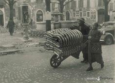 """""""Piazzetta Vescovado durante la guerra"""" http://www.bresciavintage.it/brescia-antica/documenti-storici/piazzetta-vescovado-durante-la-guerra/"""