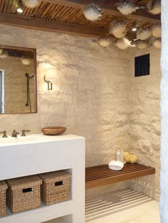 Ideal #bathroom for your house at the beach! White + neutral color of the wall...
