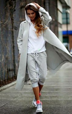 25 Inspirational Sporty Outfits To Enhance Your Style /. Source by rohayaticom Outfits sportyNice 25 Inspirational Sporty Outfits To Enhance Your Style /. Source by rohayaticom Outfits sporty Casual Sporty Outfits, Sport Outfits, Fall Outfits, Sport Casual, Casual Chic, Sporty Dresses, Fashionable Outfits, Men Casual, Sporty Look