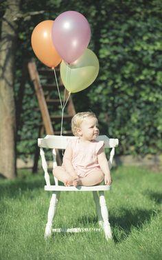 Fotoshoot buiten met meisje van 1 jaar en mooie ballonnen