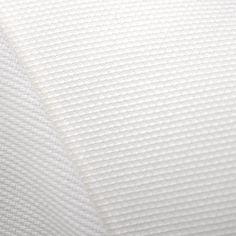 Piqué Canutillo Blanc. Tissu en piqué de coton et polyester, avec volume et texture parfaite pour la confection de berceuses et de vêtements en général, qui apporte une touche élégante et nette.