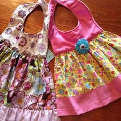 Bibs or Aprons Baby Sewing Projects, Sewing For Kids, Baby Gifts To Make, Burp Rags, Burp Cloths, Baby Bibs Patterns, Adult Bibs, Bib Pattern, Baby Kind