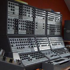 #moog #modular #moonmodular #modularsynth #modularsynthesizer #synth #synthporn #synthesizer #dotcom #cotk #cluboftheknobs #gearporn #vintage #wires #patch #knob #analog #analogue #moslab #5u #sequencer #moogmodular #modcan #muffwiggler