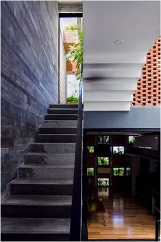 Designed by<strong>ALPES Green Design & Build</strong>and built in 2016, this state of the art luxury townhouseis like having your very own resort at home.Located in Đà Nẵng, Vietnam, a city with a sunny and hot climate, preserving energy and cool air became essential. The designers wanted to create something different from the cramped and heated interiors that are springing up in therapidlygrowing urban centers of Vietnam.<!--more-