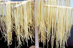 Dryer for homemade spaghetti. Maybe I can have a boy child make me one as a scout project? Gf Recipes, Gluten Free Recipes, Pasta Recipes, Gluten Free Noodles, Gluten Free Pasta, Homemade Spaghetti, Homemade Pasta, Better Batter, Pasta Maker