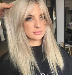 Blonde platinum silver hair color and curtain bangs # hairstyles, ., Blonde platinum silver hair color and curtain bangs # Hairstyles, color. Platinum Silver Hair Color, Platinum Blonde Hair, Silver Blonde, Silver Ombre, Silver Hair Colors, Platinum Highlights, Silver Highlights, Color Highlights, Hair Colours