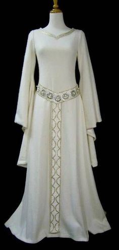 Eowyn white dress - my dream Halloween costume Medieval Gown, Renaissance Dresses, Medieval Costume, Medieval Fashion, Medieval Clothing, Gypsy Clothing, Pretty Dresses, Beautiful Dresses, Celtic Dress