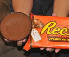 Giant Reese's Peanut Butter Cup http://kitchencraftzone.co.uk/giant-peanut-cup/ #reese's #peanut butter #giant cup