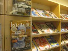 Lehdet ovat sivummalla kirjastossa, mutta hyvin näkyvillä. Valikoima on todella suuri ja monipuolinen. Uusimmat versiot on merkitty selkeästi.