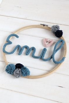 DIY Strickliesel - ideas for children's room decoration: embroidery hoop ideas can be implemented in a variety of ways. The Strickliesel font is an individual nursery wall decoration. Diy Jewelry Rings, Diy Jewelry Unique, Diy Jewelry To Sell, Diy Jewelry Holder, Diy Jewelry Making, Jewelry Crafts, Lavender Nursery Decor, Nursery Wall Decor, Lavender Room