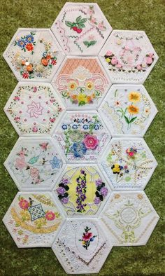 New Ideas for crazy patchwork quilts vintage linen - Quilting Embroidery Designs, Vintage Embroidery, Quilting Designs, Embroidery Stitches, Hand Embroidery, Brother Embroidery, Embroidery Scissors, Embroidery Monogram, Crazy Quilting