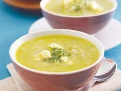 Selleriecremesuppe mit pikantem Käse ist ein Rezept mit frischen Zutaten aus der Kategorie Gemüsesuppe. Probieren Sie dieses und weitere Rezepte von EAT SMARTER!