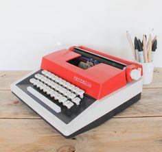 """Machine à écrire """"PETITE internationale -de luxe- """" leshappyvintage.fr"""